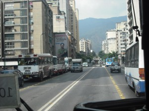 Entre La Hoyada-El Socorro se ven más invasiones del carril único. ¿Cuesta mucho esperar como los demás?