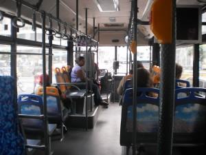 Vista Interna de un Yutong, destacando los asientos preferenciales