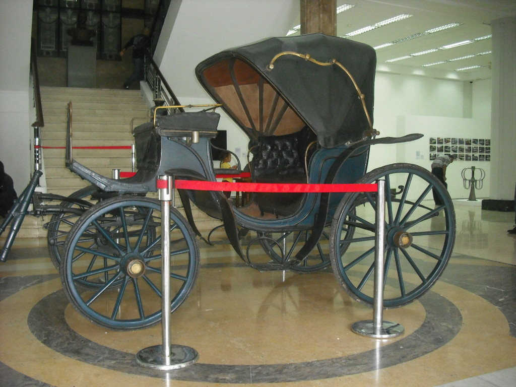 Antíguo Carruaje, impulsado a tracción de caballo